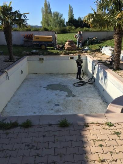Décapage d'une piscine