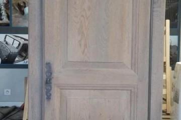 Décapage, patine, lasure sur meuble en bois anciennement vernis.