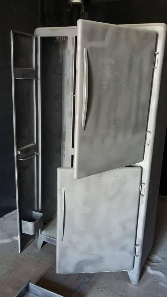 Décaper un meuble métallique